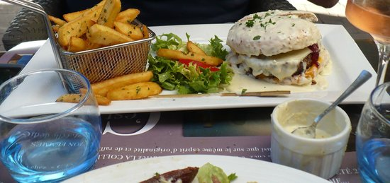 Cafe Le Mirabeau : Burger
