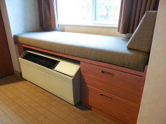 Microtel Inn & Suites by Wyndham Springville : air con unit