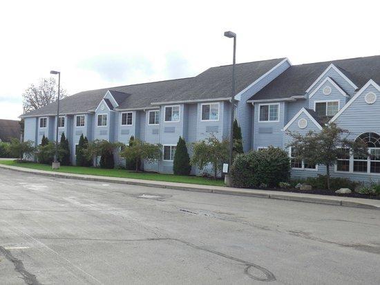 Microtel Inn & Suites by Wyndham Springville : hotel
