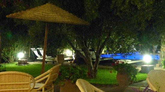 Domaine de Tameslohte: Vue depuis le restaurant le soir