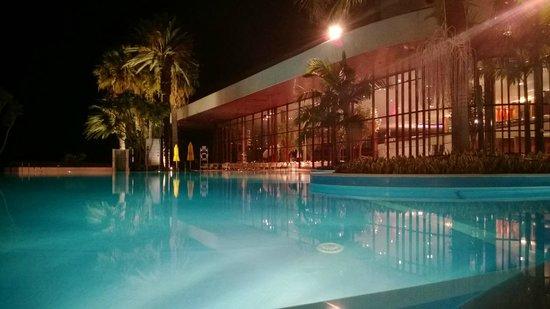 Pestana Casino Park Hotel : Exterior del hotel. Piscina