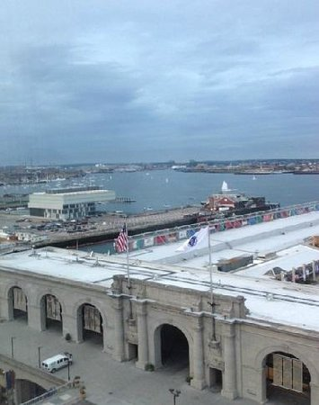 Seaport Boston Hotel : view of harbor from 17th floor