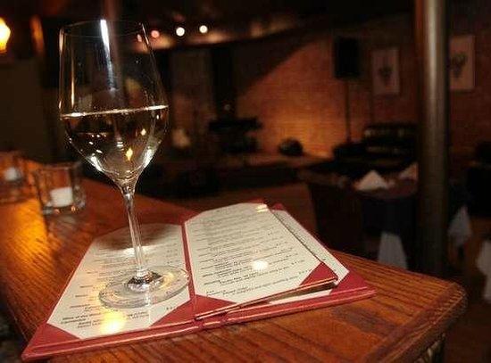 12 Grapes: Award-winning wine list and full bar