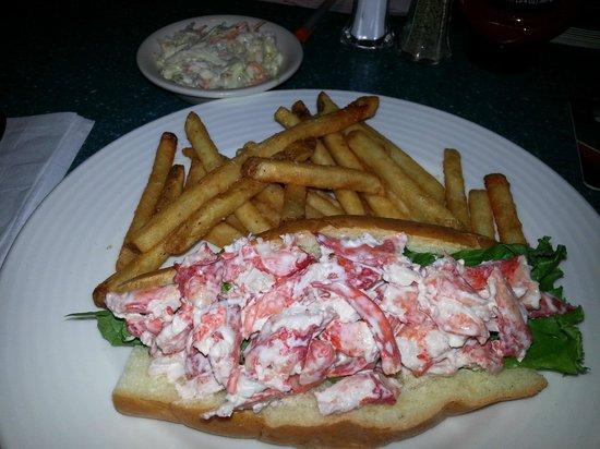 Ramada Plaza Portland: Season's Grille Lobster Roll