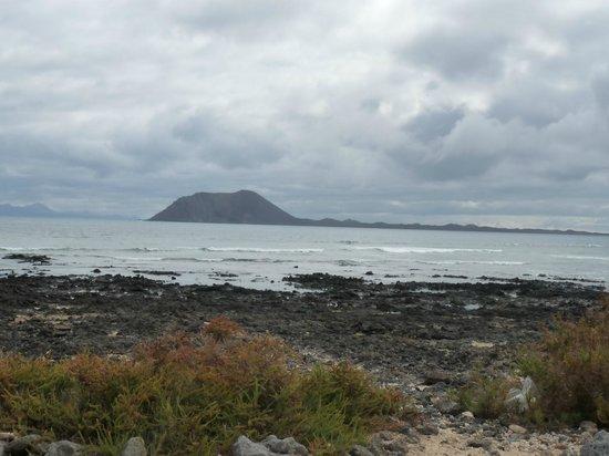 Suite Hotel Atlantis Fuerteventura Resort: isla de lobos desde fuerteventura