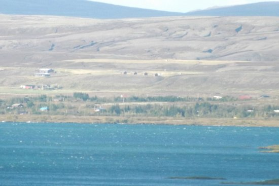 Lake Thingvellir Cottages: Our cottages from the other side of Lake Thingvellir