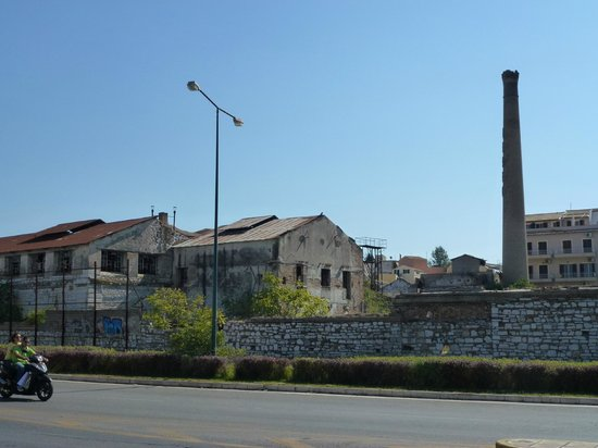 TUI FAMILY LIFE Kerkyra Golf: Derelict factory on walk to town