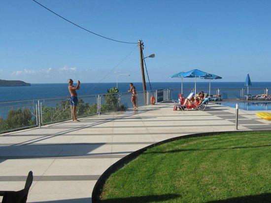 Renieris Hotel: zona piscina