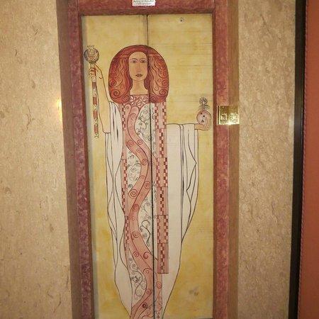 Hotel Neue Post: Jugendstil on the elevator doors