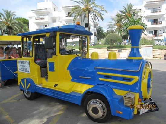 Inturotel Esmeralda Park: Lilla tåget som man lätt kunde hoppa på