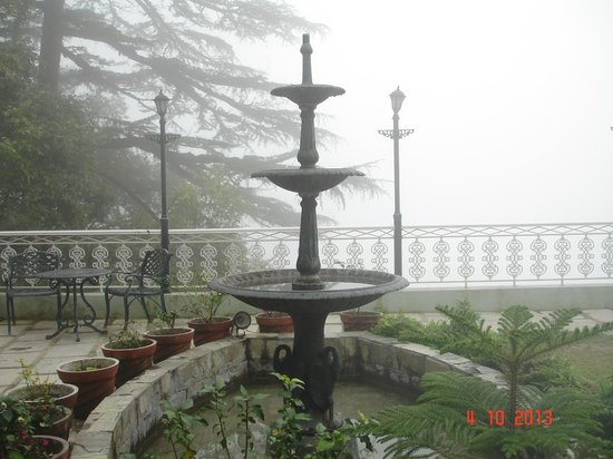 Karma Vilas Resort : Lawn Area