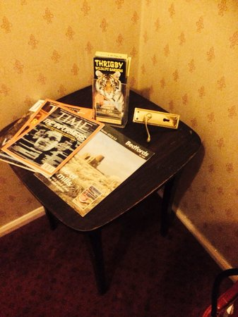 Regency House Hotel: Choose something to read or maybe a door handle for your room