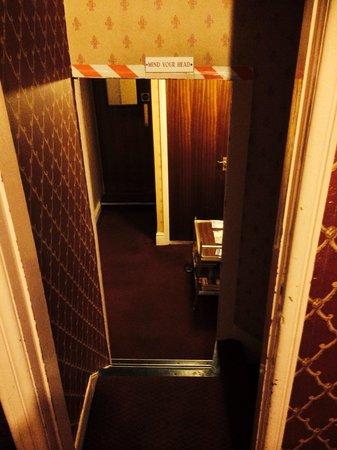 Regency House Hotel: Mind your head in the rabbit warren