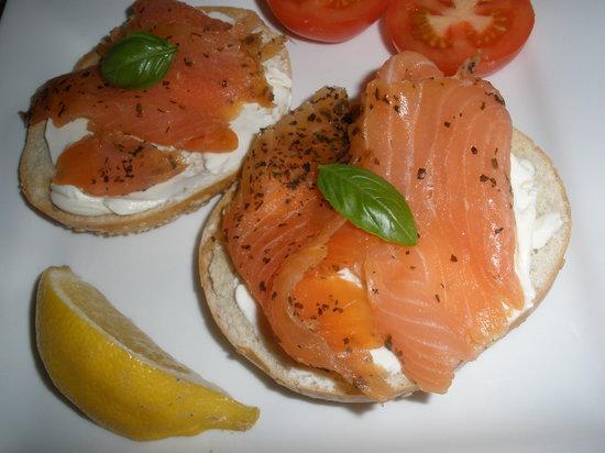 Inishowen Lodge : Smoked salmon on toasted bagel