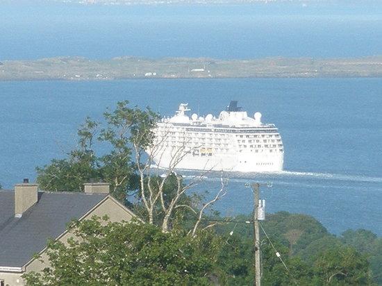 Inishowen Lodge : Cruise ship on Lough Foyle