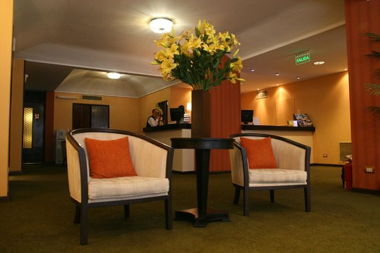 Hotel 8 de Octubre : RECEPCION - LOBBY