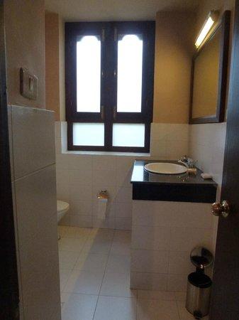 Wangdicholing Guest House: salle de bains