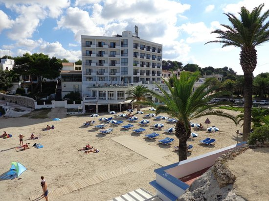 Santandria Playa Hotel : Front of the Hotel showing ALL rooms