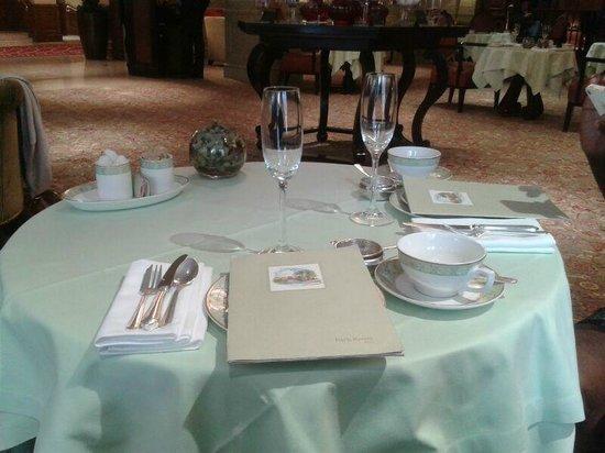 Grosvenor House, A JW Marriott Hotel: Table on Arrival