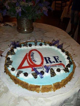 Locanda Antiche Macine: Torta di festa 40 esimo RF
