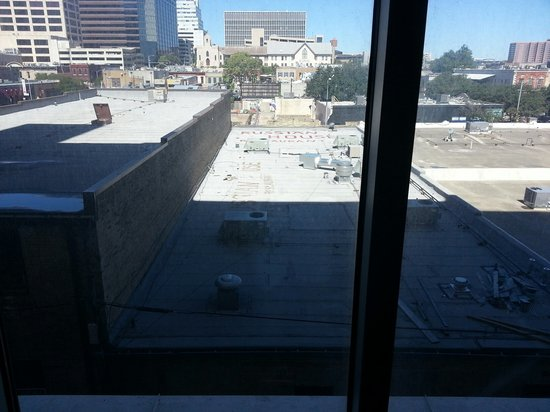 Courtyard Austin Downtown/Convention Center: Ugly view from the room. Pathetic