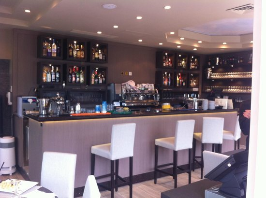 Chez Lucienne : the Bar