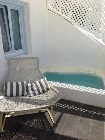 Mill Houses Elegant Suites: our private hot tub