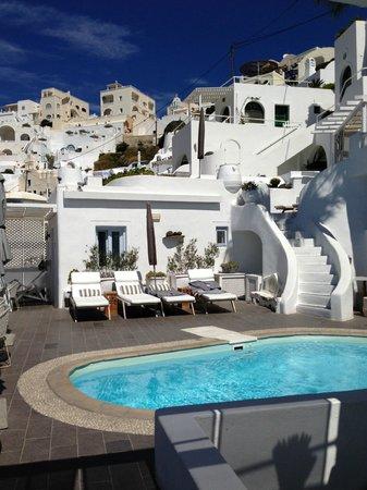 Mill Houses Elegant Suites: the pool