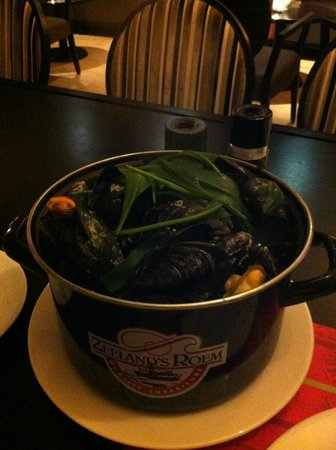 Van der Valk Hotel Goes: Cooked Mussels from Zeeland with fries