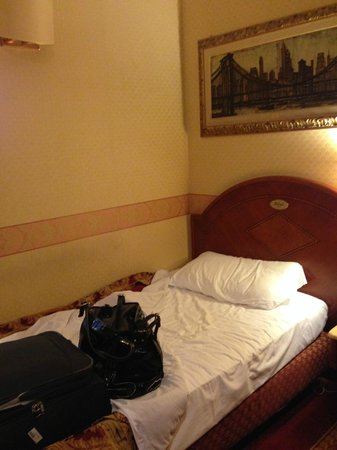 Mokinba Hotel King: letto