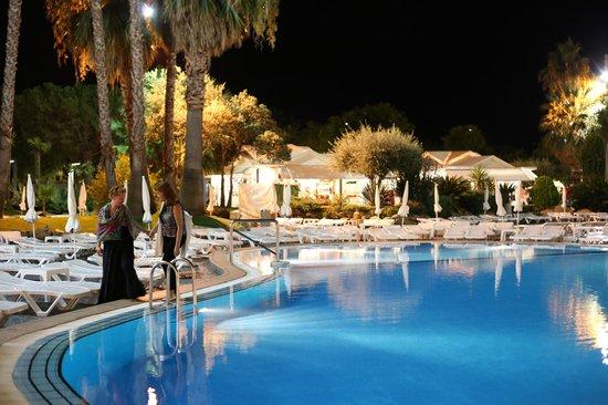 Aqua Hotel Aquamarina : Вечерний вид