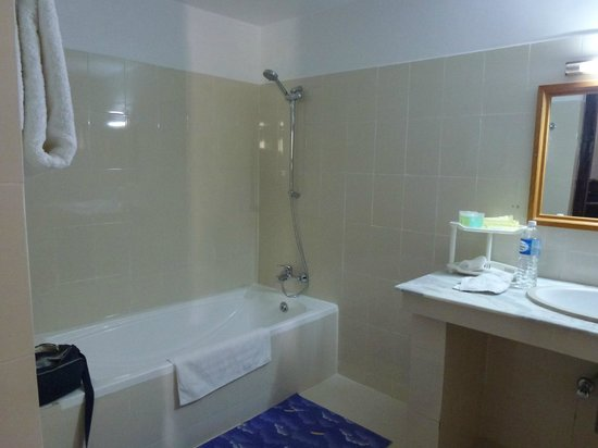 Ro-Chog Pel Hotel : Salle de bains pour chambre à deux