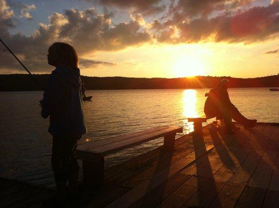 Skotteksgarden Camping & Stugby: traumhafte Sonnenuntergänge an der Mole