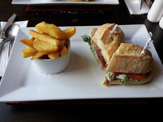 Henderson's Bistro: Sandwich
