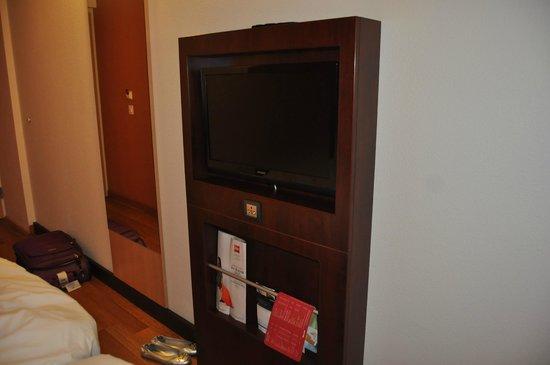 ibis Geneve Centre Nations: Flat TV