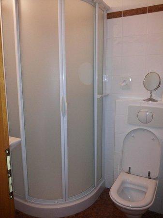 Hotel 16: Ванная