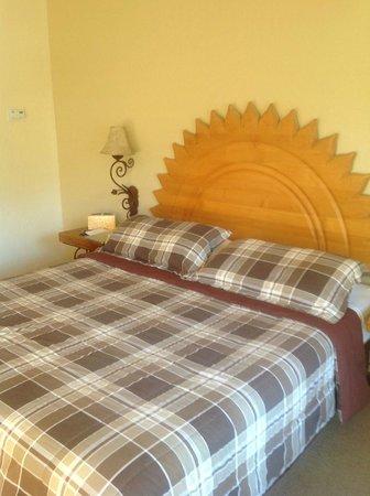 El Mirasol Villas: nice king bed
