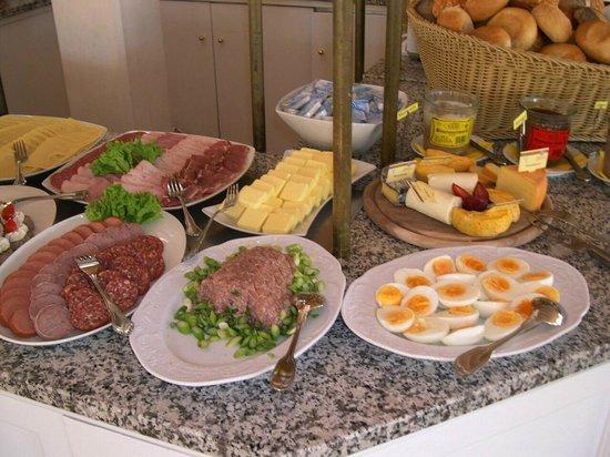 Hotel Vier Jahreszeiten Binz: Frühstück