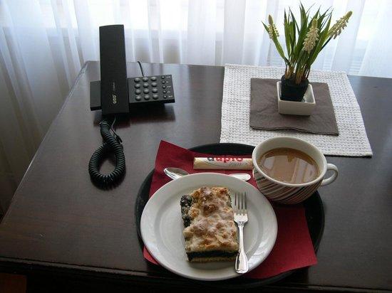 Hotel Vier Jahreszeiten Binz: Kuchen und Kaffee