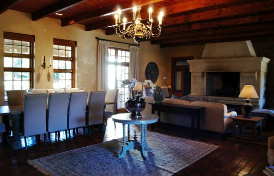 Avondrood Guest House: Reception room and bar lounge