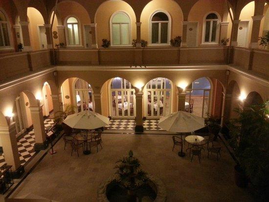 LP Los Portales Hotel Piura: patio central