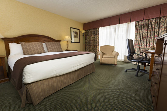 Red Lion Hotel Redding: Stay in one of our spacious rooms!