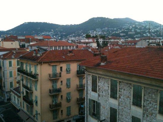 Kyriad Nice Port: Rooftops in Nice