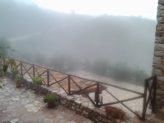 Agriturismo il Bastione: Foggy October morning