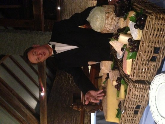 Au Soldat de l'An 2 Hotel Restaurant de charme : The Wonderful Man with all the cheeses