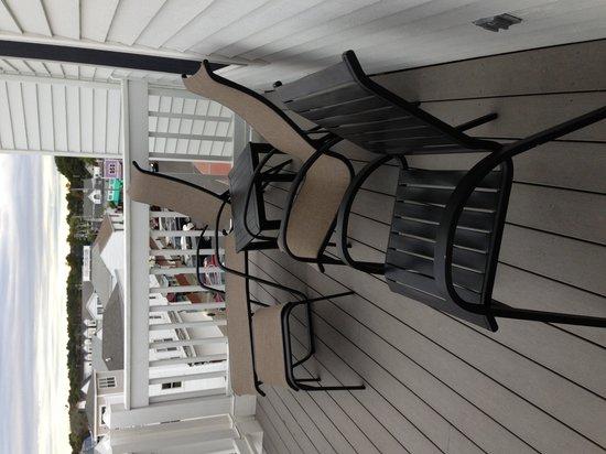 Union Bluff Hotel: deck furniture
