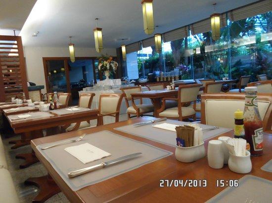 Centre Point Sukhumvit 10: ресторан