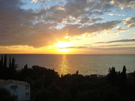 Dina's Paradise Hotel & Apartments: Sunset