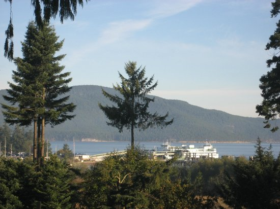 Anacortes Ship Harbor Inn: View of the Anacortes Ferry dock and San Juan Islands in the background