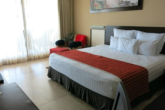 Sunset Plaza Beach Resort & Spa: bed